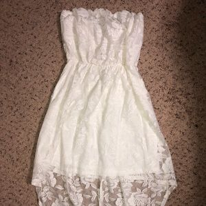 White lace dress with lining